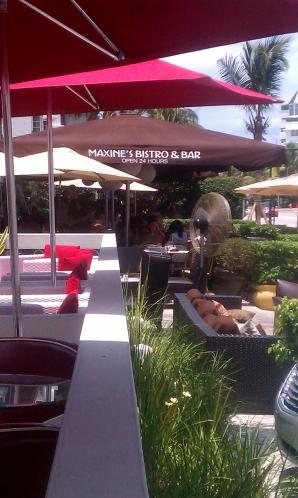 Maxine's, 24hr Restaurant
