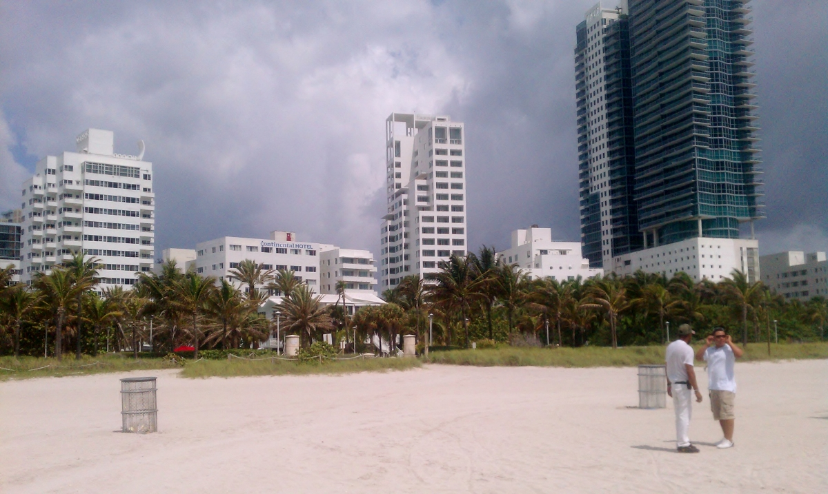 18th St Beach Access, South Beach (view from behind)