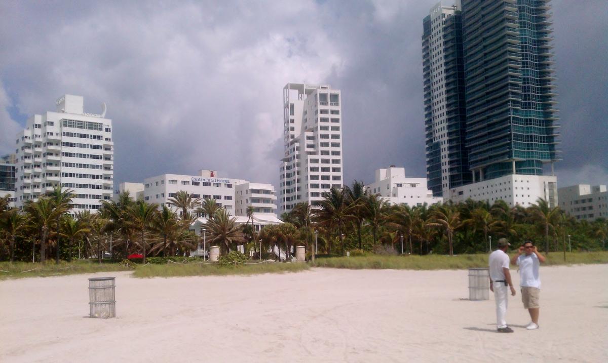 18th St Beach Access, South Beach (view from behind)